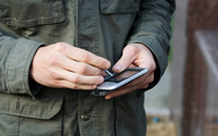 Smartfony zmieniają działanie mózgu. Większa wrażliwość na dotyk