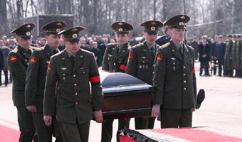 Cia�a ofiar ze Smole�ska trafia�y do Polski przez Moskw�