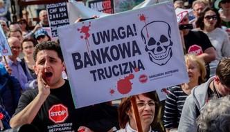Największe banki świata wypłacają odszkodowania klientom za kryzys. W Polsce frankowiczom nikt już nie chce pomóc