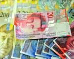 Kredyty we frankach. Bankierzy otwieraj� parasol ochronny nad zad�u�onymi