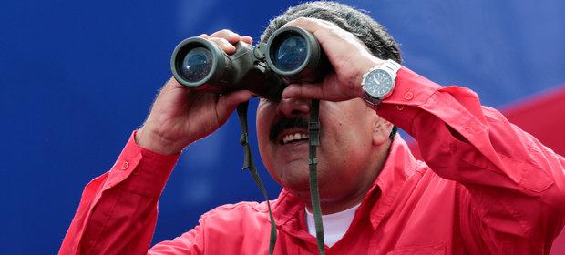 Nicolas Maduro podczas wiecu 19 kwietnia. Przez Wenezuelę przetaczają się protesty antyrządowe.