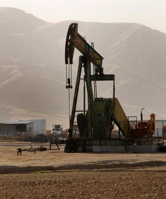 Rosja i OPEC ogranicz� wydobycie ropy?