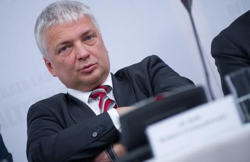 Gwiazdowski odpowiada Hausnerowi: Socjalizm mo�na zrealizowa� tylko policyjn� pa�k� albo farmakologicznie