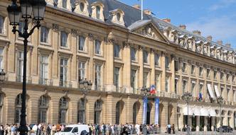 Praca we Francji. Ministerstwo zatrudni�o ponad 40 tysi�cy nierejestrowanych pracownik�w