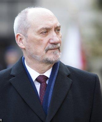 Macierewicz przeznacza ponad 110 mln zł na podwyżki w MON
