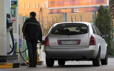 Ceny paliw w 2013 roku. Najpopularniejsza benzyna za 5 z�otych?