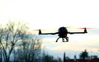 Dron ze specjalną misją we włoskim parlamencie