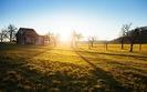 Ustawa o obrocie ziemi� parali�uje banki. Wnioski o kredyty na dzia�ki rolne s� odrzucane