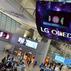 Najwi�kszy na �wiecie wy�wietlacz OLED zawis� nad g�owami pasa�er�w lotniska