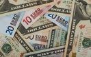 """Euro traci do dolara. EBC dłużej utrzyma """"luźną"""" politykę"""