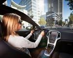 Rozmiar i bezpieczeństwo. Co kobiety cenią w samochodach służbowych?