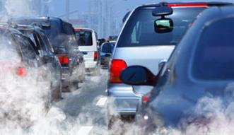 Smog odpuścił, ale trujący ozon atakuje. Winne stare samochody i plany rządu