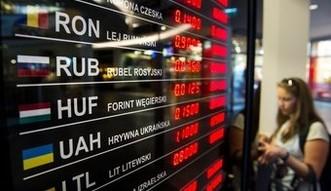 Jak najtaniej wymienić walutę na wakacje? Kantory internetowe znacznie tańsze niż banki