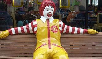 Akcje sieci McDonald's są rekordowo drogie. Gigant zmienia sposób zamawiania posiłków