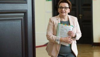 PO i związki alarmują. PiS chce wyciągnąć nauczycielom z kieszeni ponad 1 mld zł