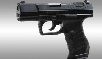 """Tysi�c nowych pistolet�w dla policji. Umowa z """"�ucznikiem"""" podpisana"""