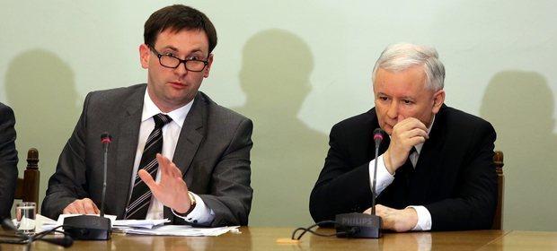 Daniel Obajtek i Jarosław Kaczyński podczas podczas posiedzenia Zespołu Parlamentarnego ds. Obrony Demokratycznego Państwa Prawa w Sejmie 08.05.2015