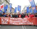 """Wiadomo�ci: """"Tego PiS nam nie zabierze!"""" - Polacy wyszli na ulice z okazji 1 maja"""