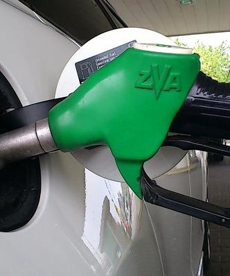 Ceny paliw w Polsce. Przez t� decyzj� benzyna zn�w b�dzie po 5 z�