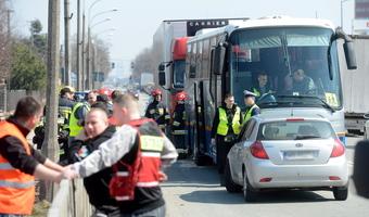 Wypadek autokaru. Ciężarówka wjechała w autobus z dziećmi