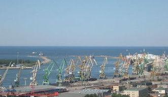 Rafineria w Mo�ejkach pomaga zarabia� portowi w K�ajpedzie