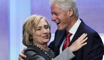 Clintonowie zebrali 3 mld dolar�w. Wspomagaj� ich Spielberg i Soros