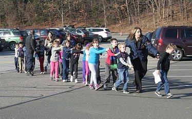 Strzelanina w szkole w USA. 20 dzieci w�r�d ofiar