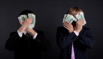 """""""Ludzie po jego szkoleniach odchodz� z pracy"""". W cztery minuty zarabia prawie 20 tys. funt�w. Sprawdzili�my, jak szkoleniowcy poluj� na klient�w"""