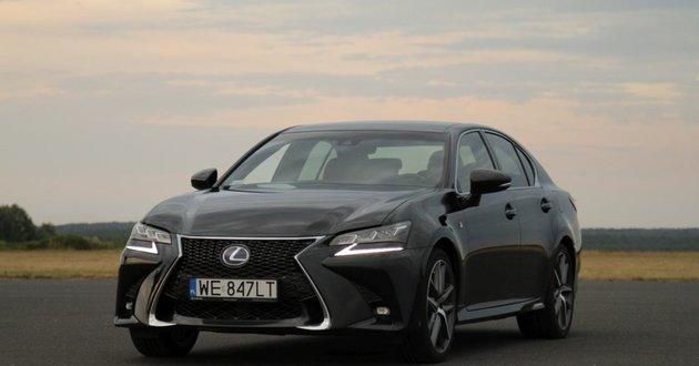 Hybrydowy Lexus GS 450h czy elektryczna Tesla Model S?