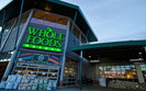 Największy zakup w historii Amazona. Gigant e-commerce przejmuje sieć spożywczą Whole Foods za 13,7 mld dol.