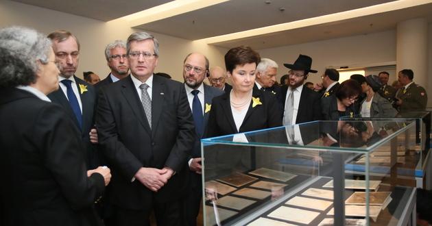 Hanna Gronkiewicz-Waltz i Bronisław Komorowski<br/> zwiedzali wczoraj Muzeum Historii Żydów Polskich <br/>