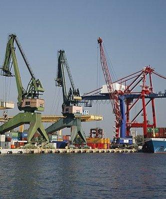 Polska wyprzedziła Rosję. Nasze porty rozładowują coraz więcej konternerów