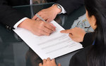 Umowy o pracę i jej rodzaje. Jakie informacje muszą zawierać?