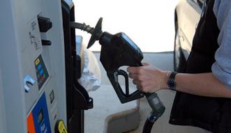 """Uszczelnianie poboru podatku VAT. Senat zaakceptowa� """"pakiet paliwowy"""""""