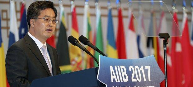 Minister finansów Korei Południowej Kim Dong Jon.