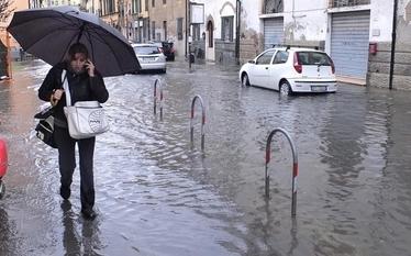 W�ochy: Powodzie w Toskanii, alarm pogodowy w Ligurii i w Rzymie
