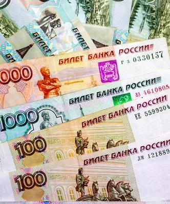 Pensja tylko na konto bankowe. Rosyjski rząd zamierza ograniczyć płatności gotówkowe, by walczyć z szarą strefą