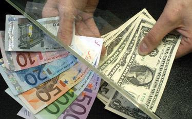 Co wp�ywa na kursy walut? Zobacz raport