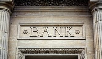 Zyski bank�w dzia�aj�cych w Polsce trafiaj� za granic�. Czas na repolonizacj�?