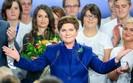 Obietnice wyborcze PiS: Polacy coraz bardziej sceptyczni. Politolog: sko�czy� si� miesi�c miodowy