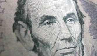Analityk: Złoty mocniejszy wobec dolara i euro