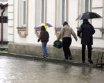 Ewakuowano 800 os�b z teren�w zagro�onych powodzi�