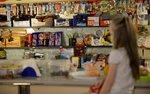 Sklepiki szkolne znów czekają zmiany. Od 1 września wchodzi nowa lista produktów