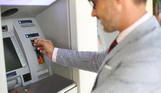 Opłaty za karty i rachunki. Rząd ostro gra, ale banki mają asa w rękawie