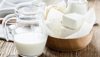 Niemcy pomog� producentom mleka. Przeznacz� na to 100 mln euro