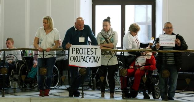 30 os�b okupuje w prote�cie Sejm