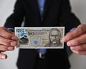 Plastikowy banknot z J�zefem Pi�sudskim