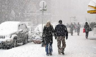 Atak zimy utrudnia komunikację drogową w Czechach