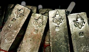 Cena srebra ponad 17 dol. za uncj�