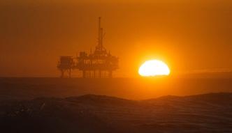 Wydobycie ropy w d�. Pierwsze porozumienie kraj�w OPEC od 8 lat